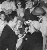 radio-1941-nov-3-bob-heiss-interviewing
